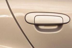 Hvordan jeg demontere inngangsdøren til en Audi Quattro?