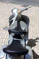 Hvordan du importerer en Vespa-scootere til USA